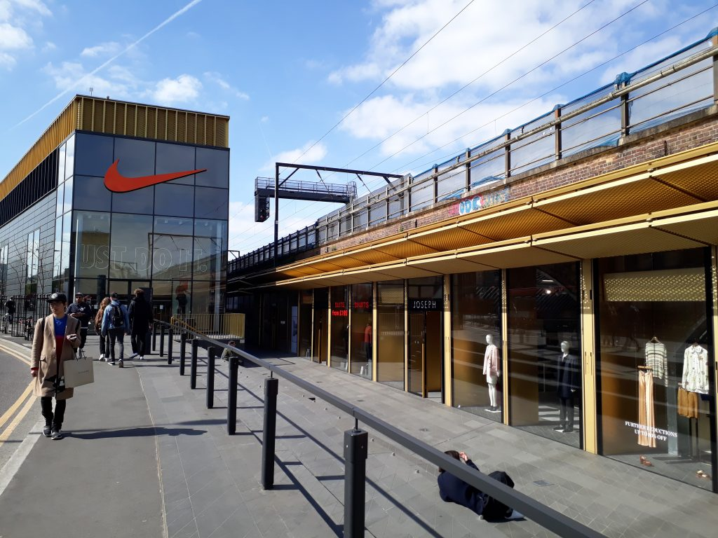 Hackney walk shopping outlet